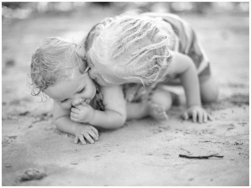 Barnfotografering på stranden med fotograf Erika Aminoff