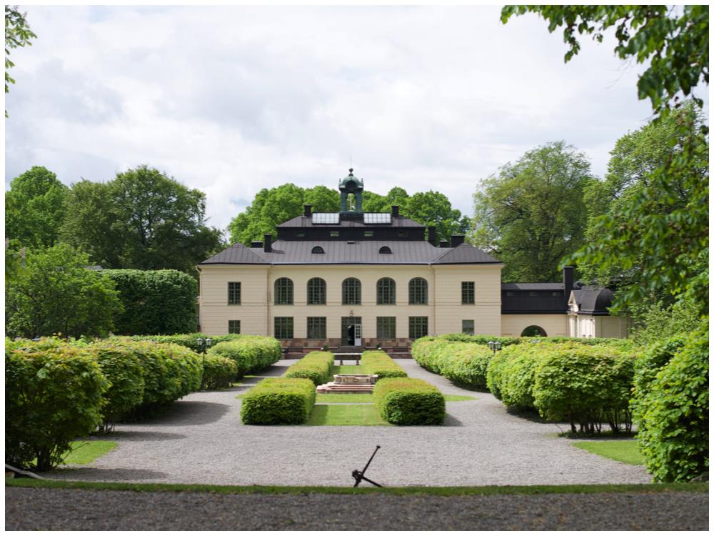 Bröllopsfotografering vid Näsby Slott i Täby av bröllopsfotograf Erika Aminoff