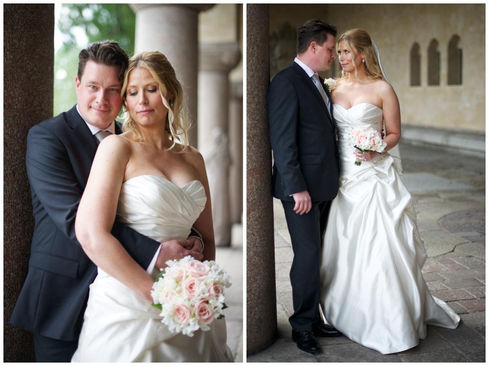Brudpar vid Stadshuset förevigat av bröllopsfotograf Erika Aminoff