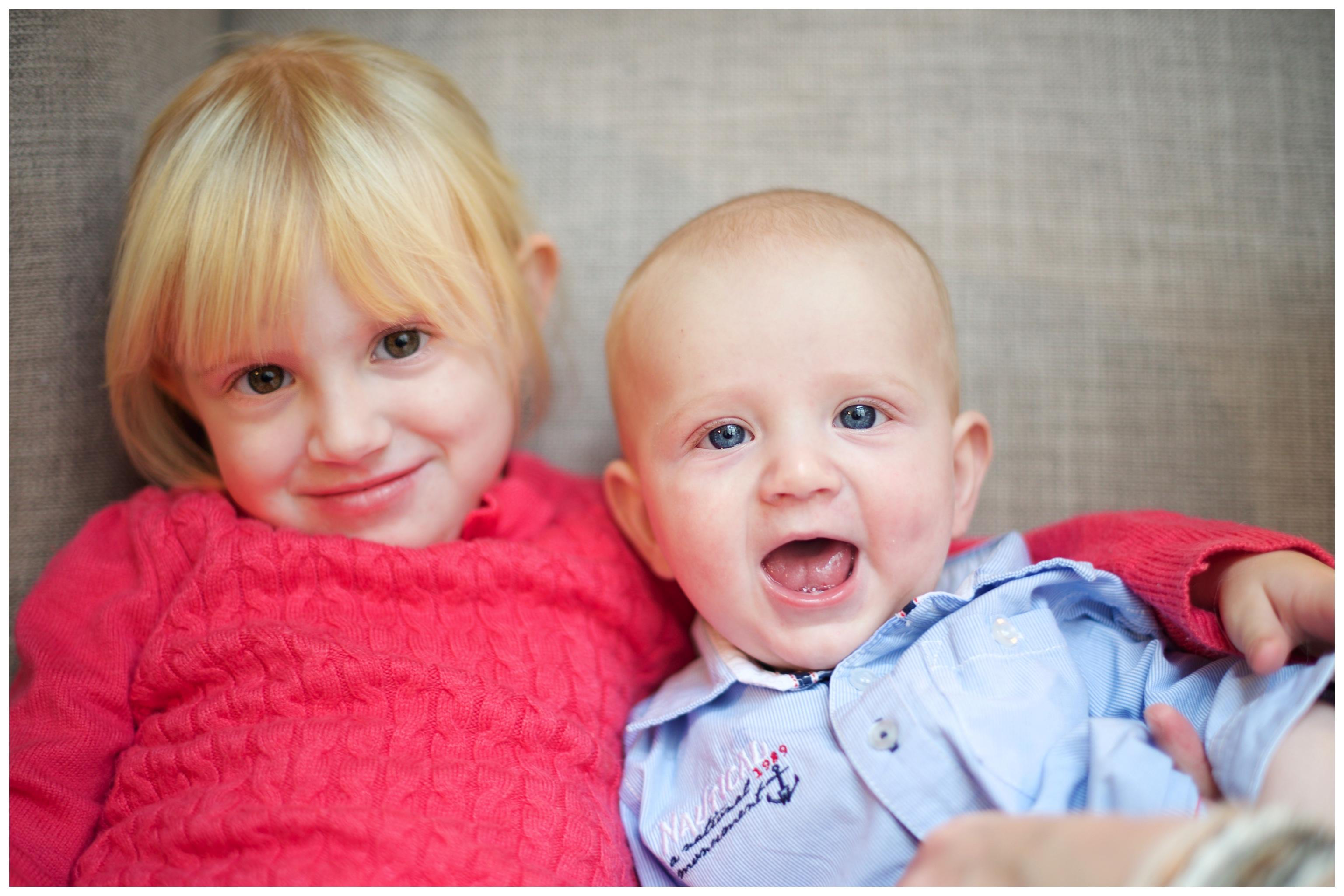 Familjefotografering hemma. Barn och familjefotograf Erika Aminoff i Stockholm