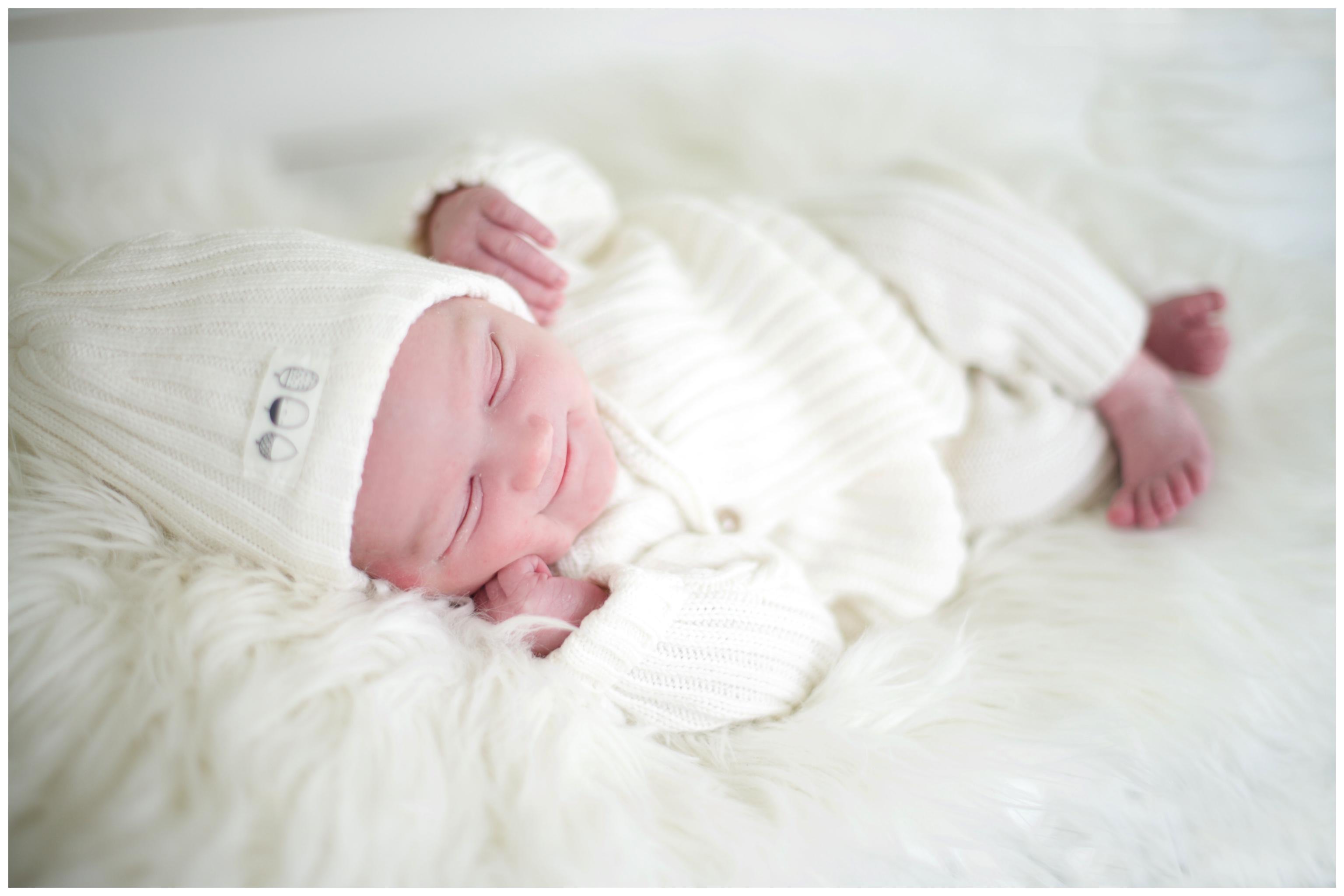 Babyfotografering hemma Barnfotograf i Täby Erika Aminoff