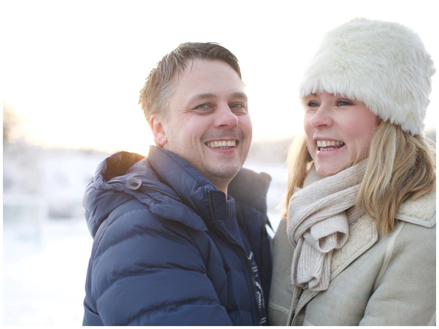 Familjefotografering i vackert vinterljus i Täby med fotograf Erika Aminoff