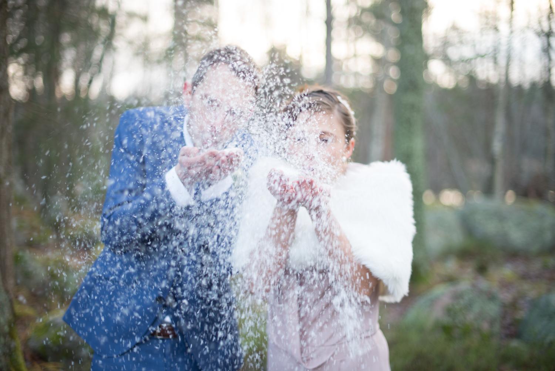 Vinterbröllop med låtsassnö Borgerlig vigsel Täby Bröllopsfotograf Erika Aminoff