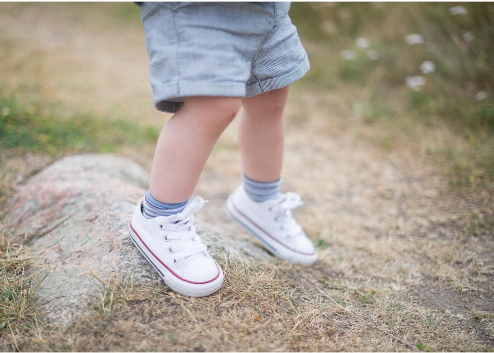Barnfotograf i Danderyd - spring i benen