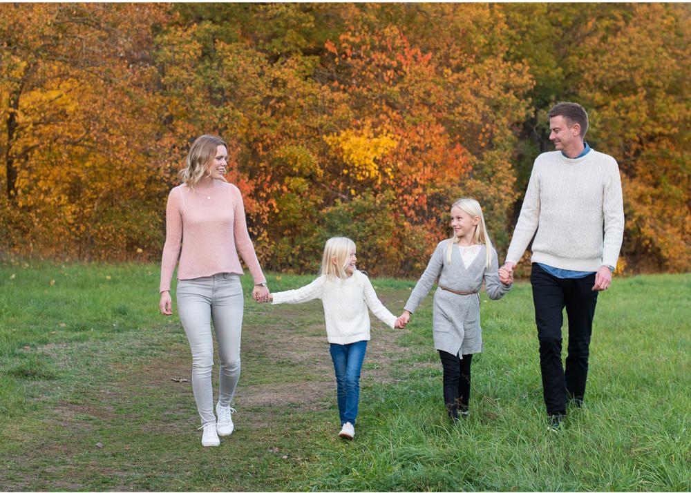Familjefotografering med höstfärger fotograf Erika Aminoff