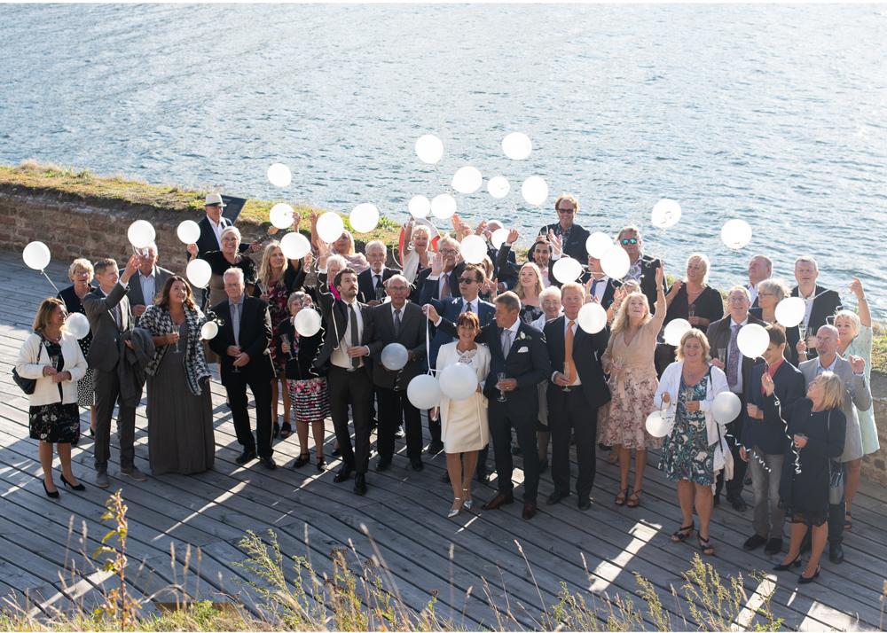 Ballongsläpp på bröllop Bröllop på Fredriksborg fotograf Erika Aminoff