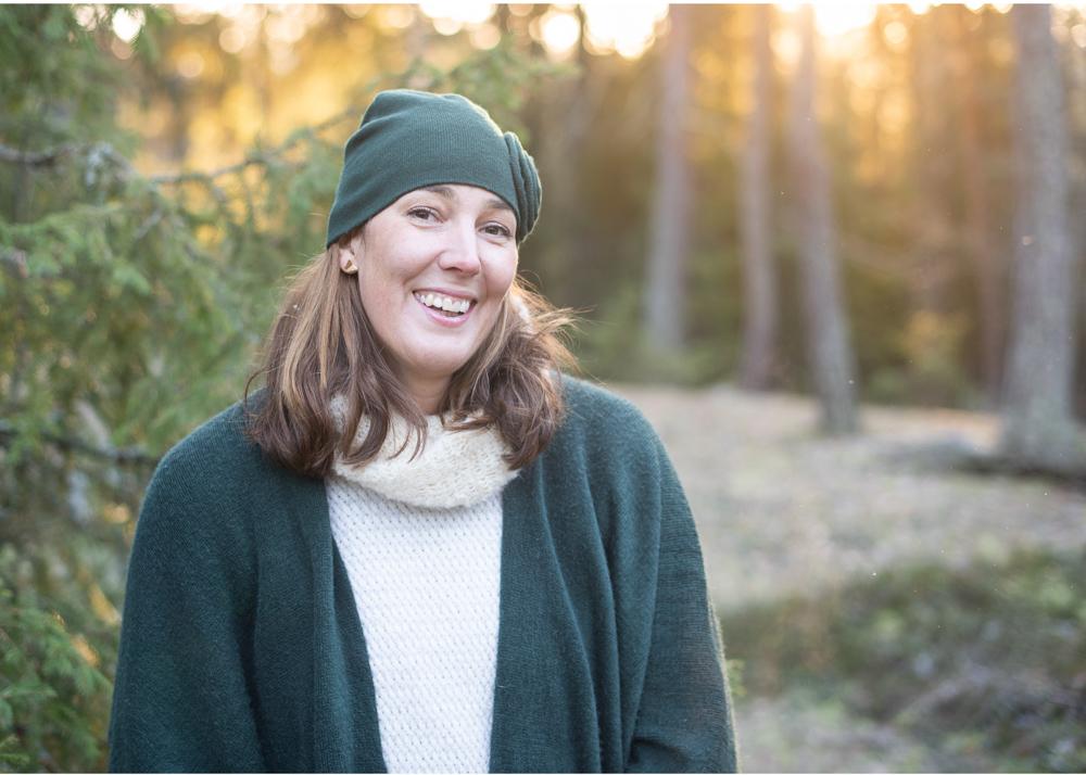 Familjefotografering i skog porträtt utomhus Täby Stockholm Fotograf Erika Aminoff